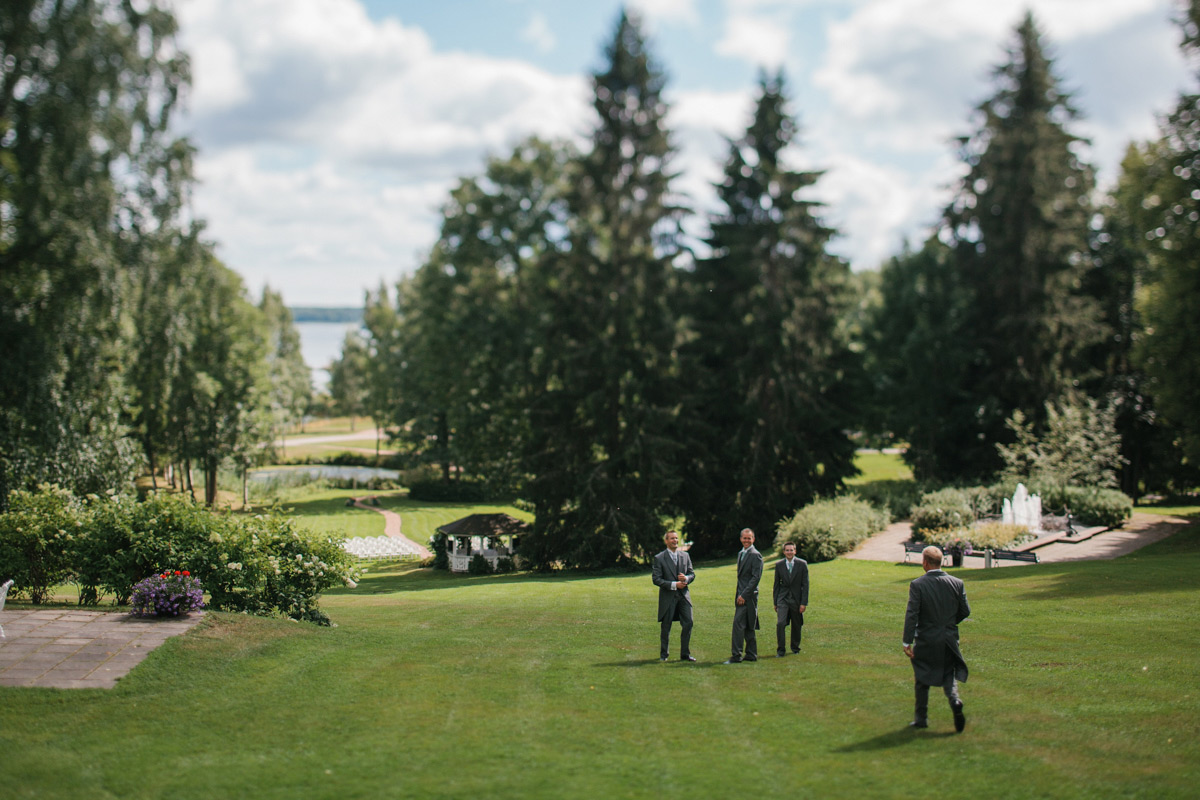 sandy-jani-finland-villa-haikko-wedding-garden-ceremony18