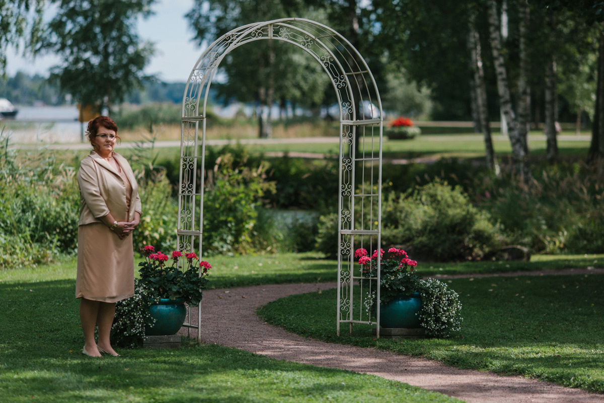 sandy-jani-finland-villa-haikko-wedding-garden-ceremony22
