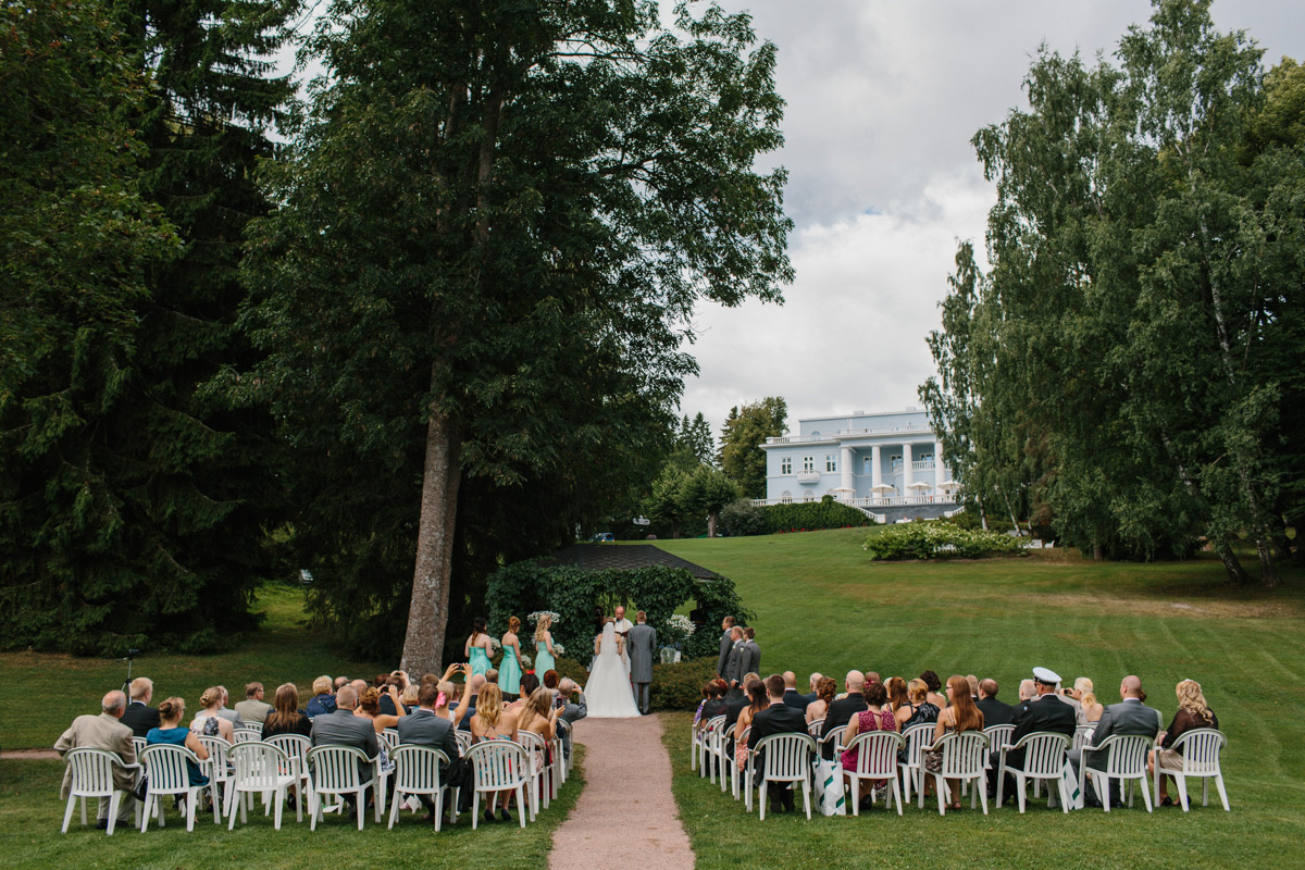 sandy-jani-finland-villa-haikko-wedding-garden-ceremony29
